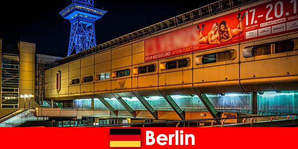 Trải nghiệm cuộc sống về đêm ở Berlin với các mô hình Puffs nhà thổ và người hộ tống cao quý