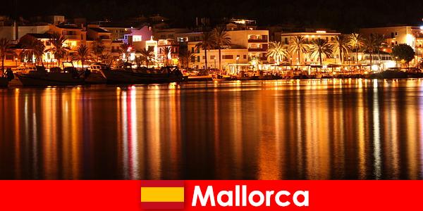 Cuộc sống về đêm ở Mallorca với khá phụ nữ từ các khiêu dâm cảnh