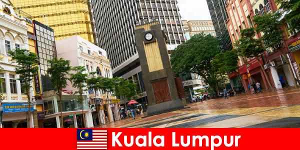 Trung tâm văn hóa và kinh tế Kuala Lumpur của vùng đô thị lớn nhất Malaysia