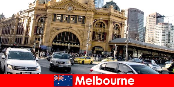 Thị trường không khí mở lớn nhất Melbourne ở Nam bán cầu là nơi gặp gỡ người lạ