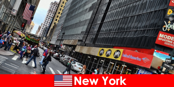 Các tác phẩm điêu khắc đi bộ nằm trong số các điểm tham quan mới của New York