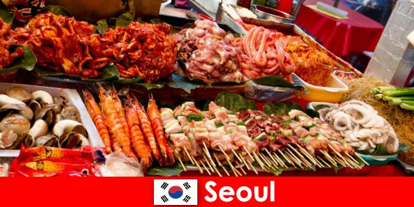 Seoul cũng nổi tiếng với những du khách về các món ăn đường phố ngon và sáng tạo