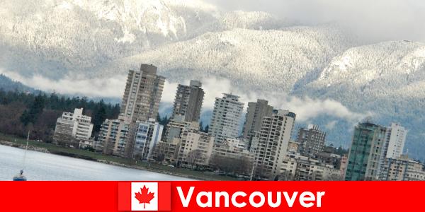 Thành phố tuyệt vời của Vancouver giữa đại dương và núi non mở ra nhiều cơ hội cho khách du lịch thể thao