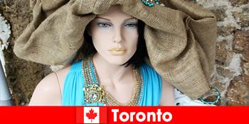 Du khách sẽ tìm thấy tất cả các loại cửa hàng kỳ quặc ở trung tâm quốc tế của Toronto Canada