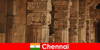 Người nước ngoài ghé thăm Chennai Ấn Độ để xem những ngôi đền đầy màu sắc tráng lệ