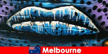 Du khách chiêm ngưỡng nghệ thuật đường phố nổi tiếng thế giới của Melbourne Australia
