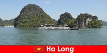 Du lịch trên biển nhiều ngày cho các đoàn du lịch rất phổ biến ở Hạ Long Việt Nam