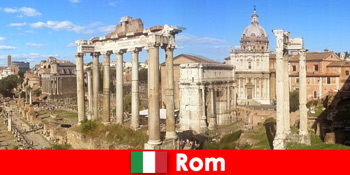 Tour du lịch xe buýt cho khách châu Âu đến các cuộc khai quật và tàn tích cổ xưa ở Rome Ý