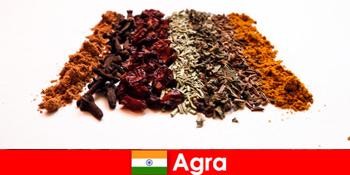 Du ngoạn cho khách du lịch vào ẩm thực tinh tế của các loại gia vị ở Agra Ấn Độ